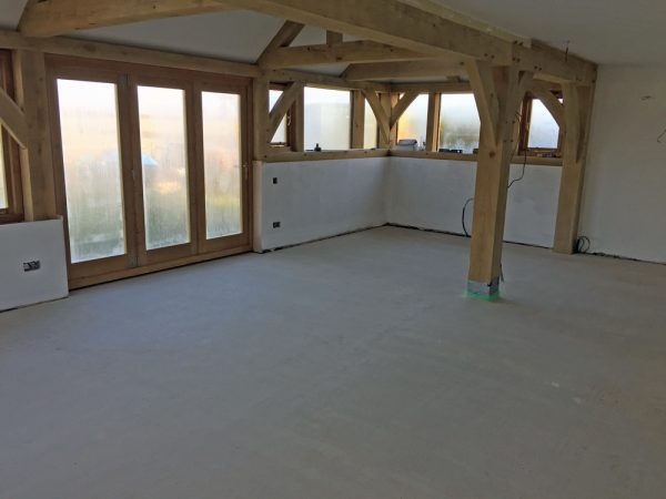 Liquid screed underfloor heating